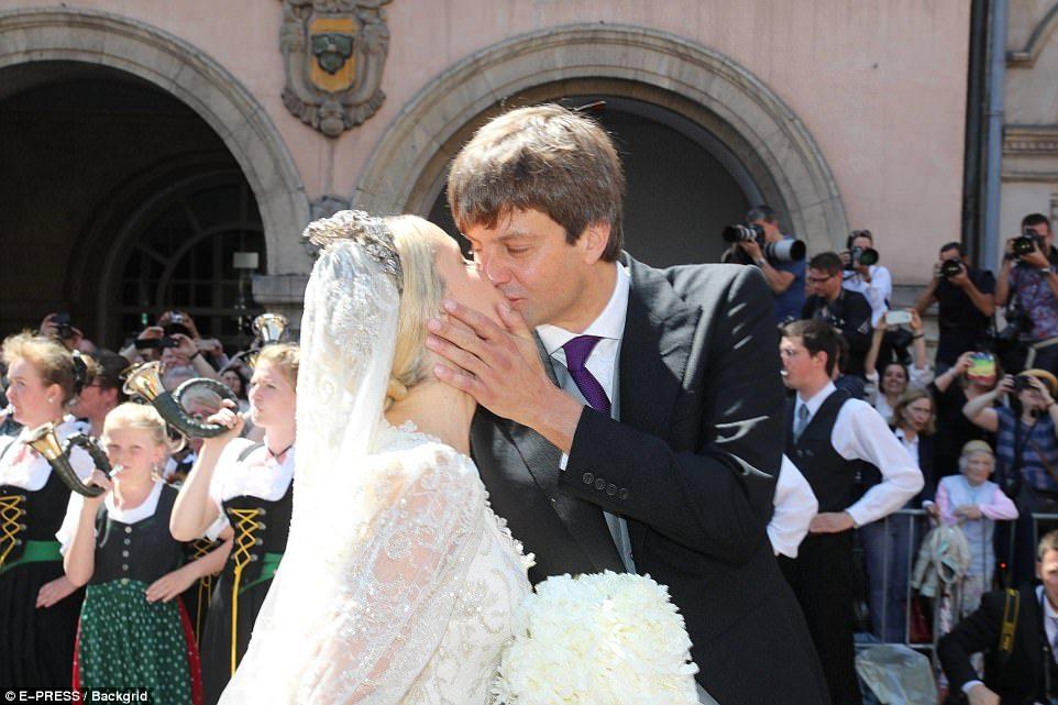 Немецкий принц женился на русской красавице. Как и все сказки, эта закончилась в день свадьбы! Скандал потряс всю старую Европу!